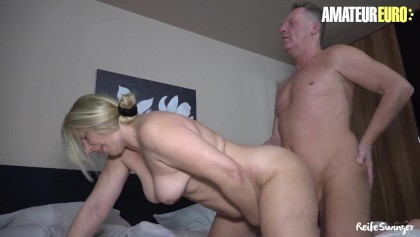 Amature mature wife fucks in bed