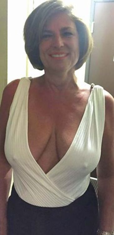 Busty mature women pictures