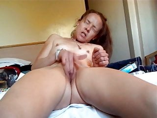 Mature lady getting finger to a orgasm