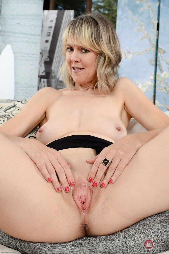 Mature woman shows her pussy